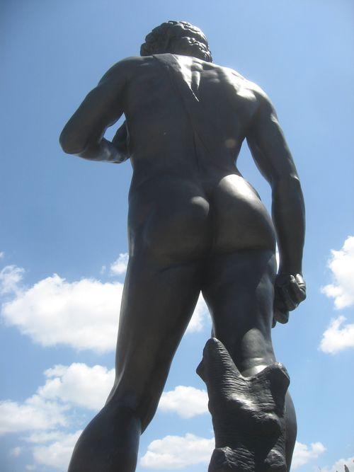 Statue St Pete